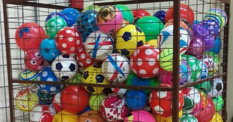 Több száz labda gyűlt össze a rászoruló gyerekek számára